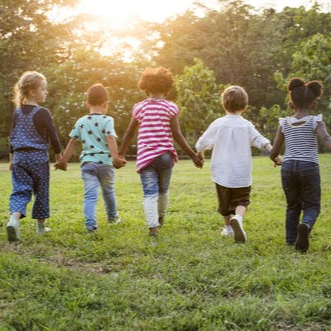Gera žinia tėveliams ir pedagogams – knygelė vaikams apie koronavirusą!